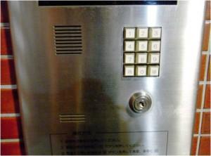 ロックを外すボタン