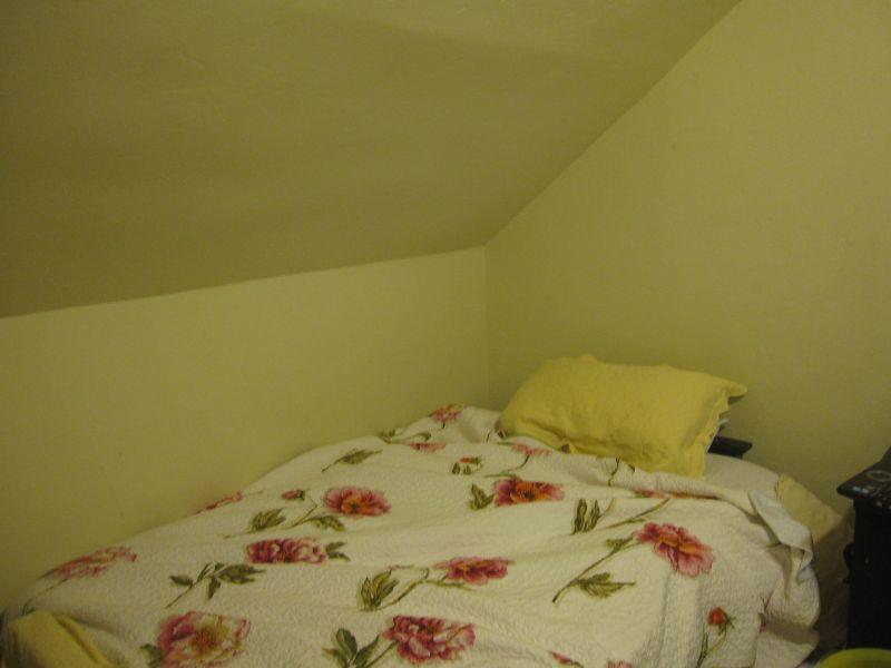 ベッドと天井