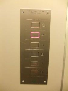 エレベータの操作盤