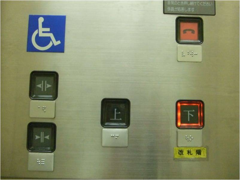 地下鉄のエレベータ