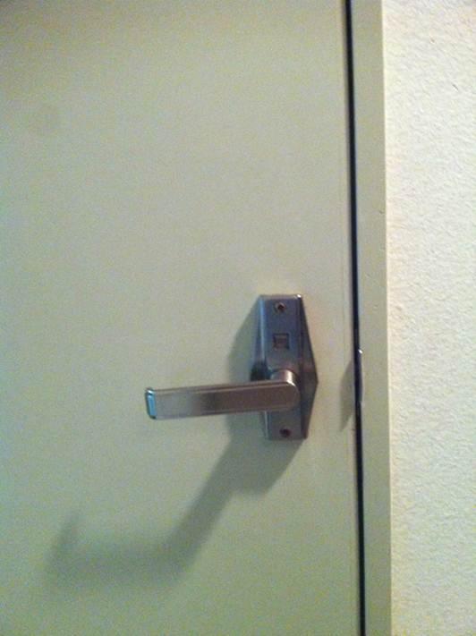 ドアを開ける前