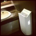 手洗いと温風乾燥機