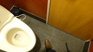 トイレから出ようと・・・