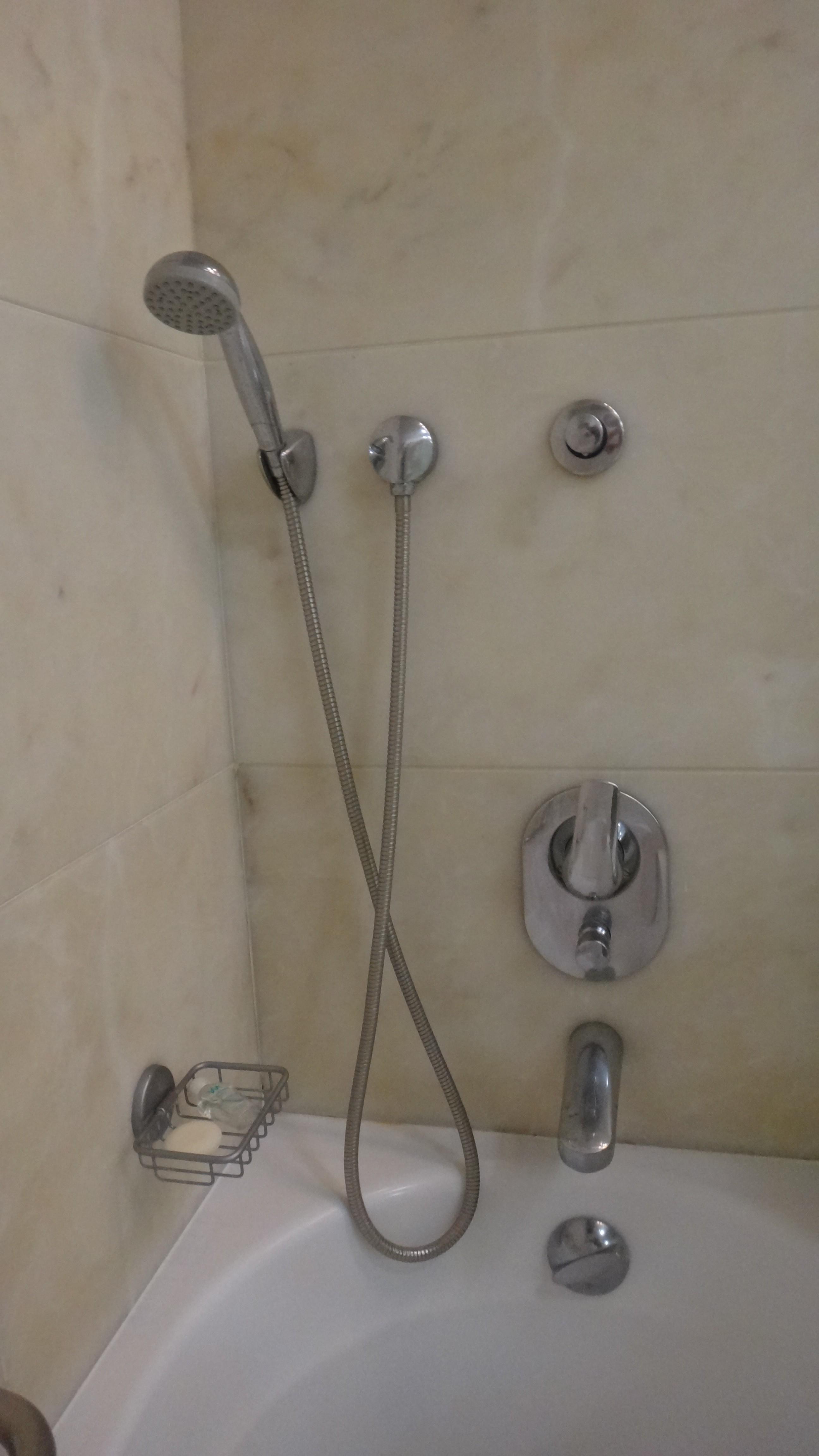 出張中に出会った浴室のUI