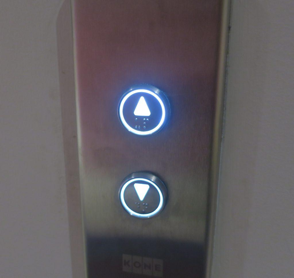 上のボタンが押されている