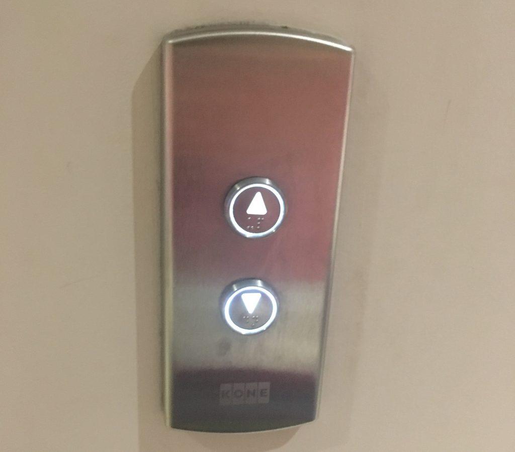 下のボタンが押されている